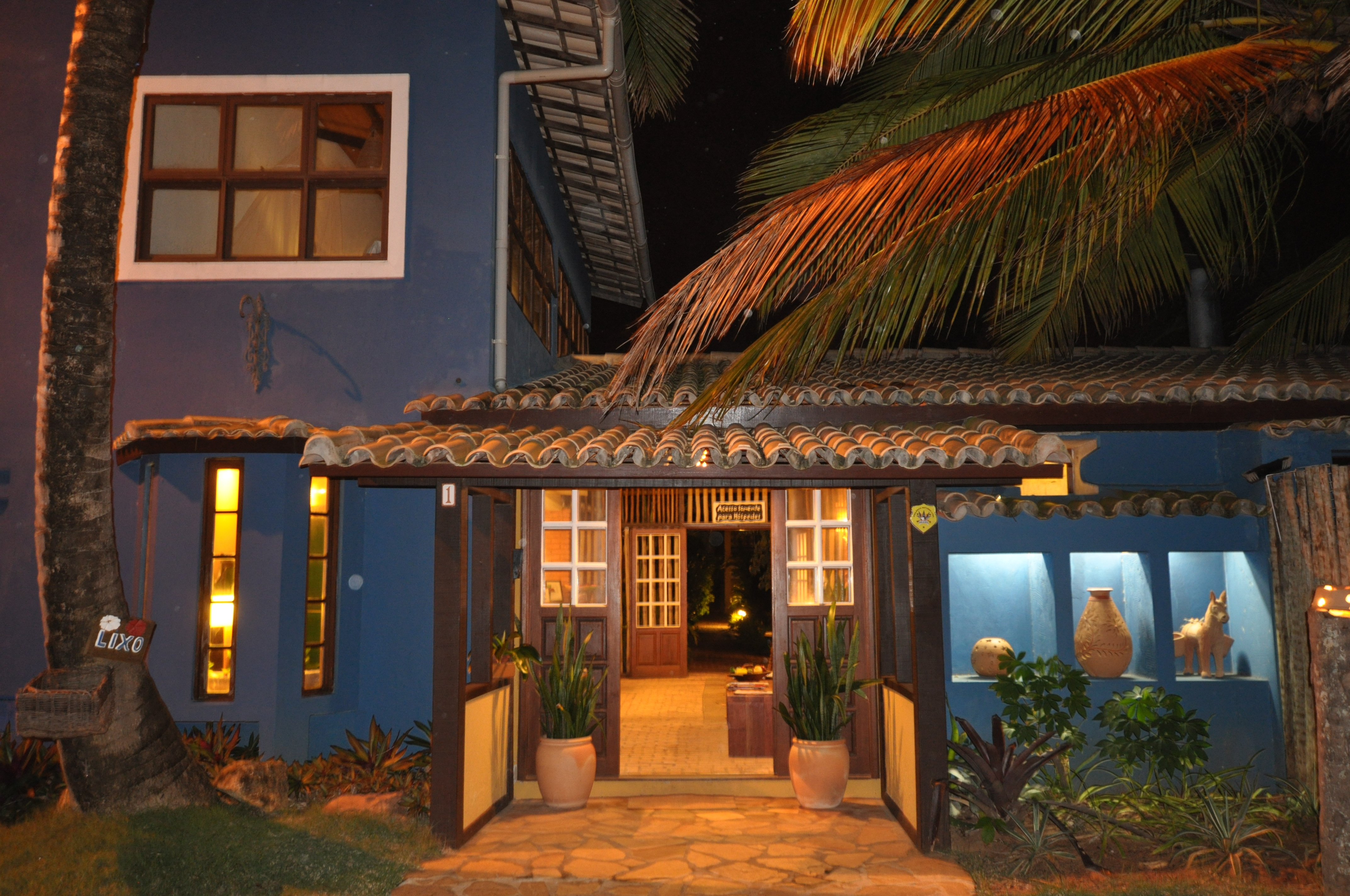 Beachfront Hotel with Restaurant and 26 Suites in Bahia, ROI 13 %