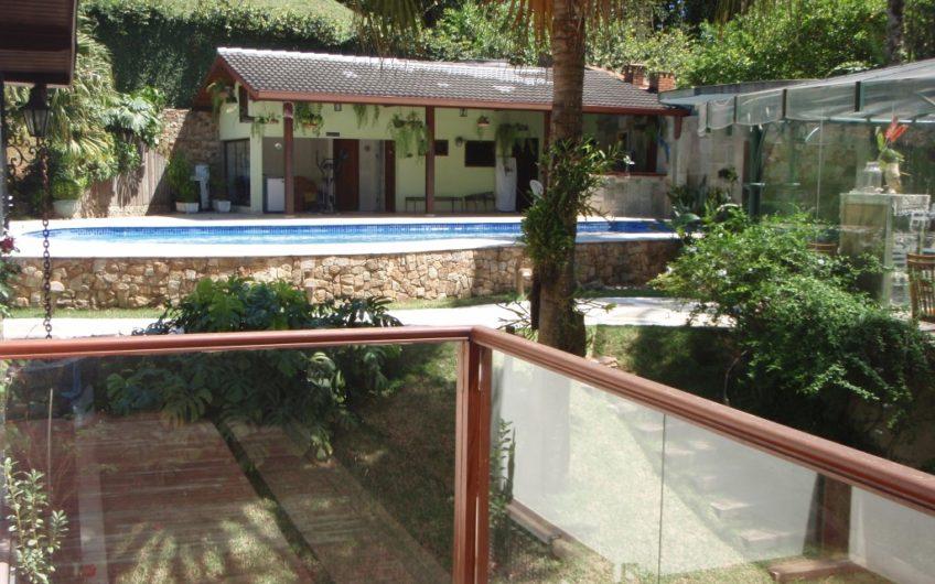 Modern Villa with 700 m² constructed area in Granja Viana, São Paulo